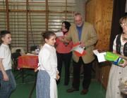 A Kisjelenetek kategória zsűrije, Wolfartné Stang Mária, Frigyesi András és Péteri Ildikó a gyerekekkel