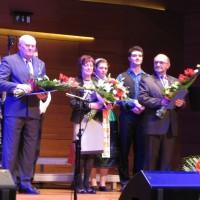 A kitüntetettek csoportja: Leipold Péter, Hárs Ágota és Frank Gábor
