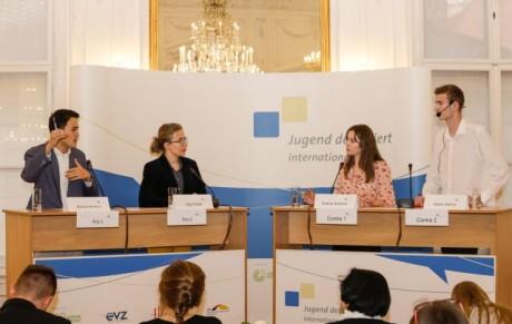 vitázik a világ ifjúsága vita